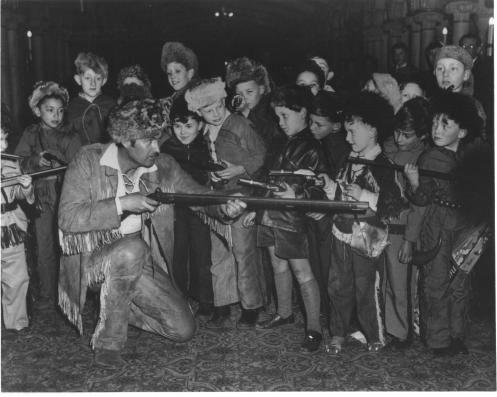 Fess Parker gets the drop on a whole troop of Davy Crockett fans